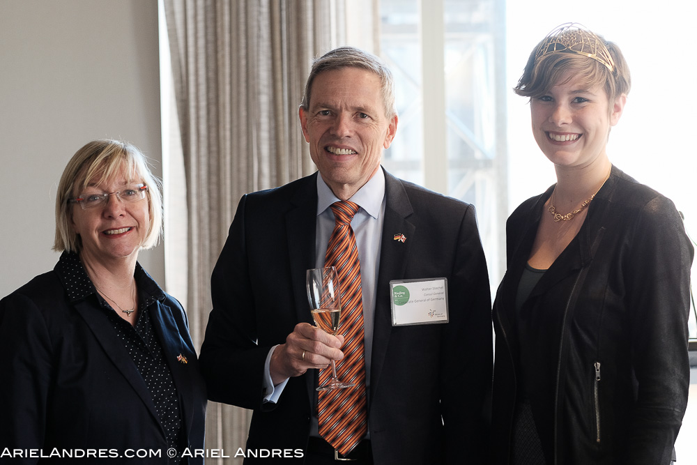 Ulrike Lenhart of WoG, consulate general Walter Stechel, and 2016 Wine Queen Josefine Schlumberger. Fujifilm X-Pro2, XF56mm f/1.2
